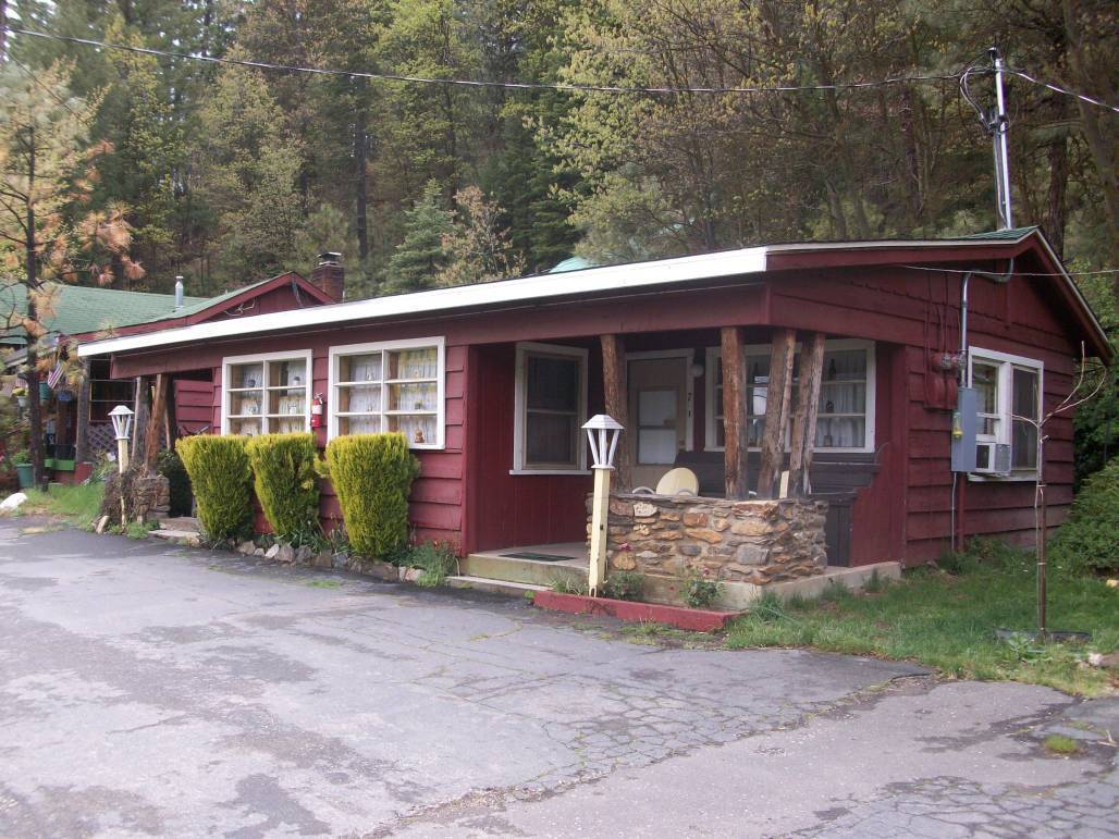 Welcome to Pine Hill Motel | Mountain Valley Living