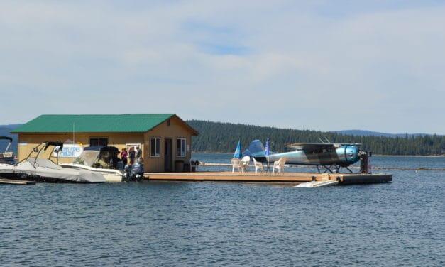 1949 Cessna 195 Lands On Lake Almanor